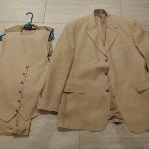 Brooks Brothers 1818 Suit 3 piece Size 42 Linen